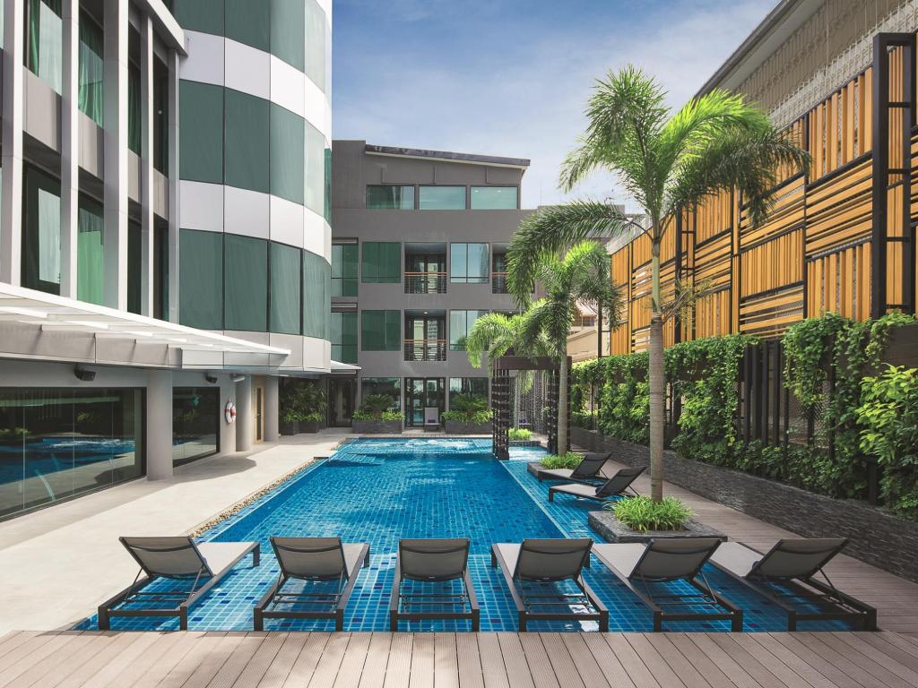 Swimming pool [outdoor] Solitaire Bangkok Sukhumvit 11
