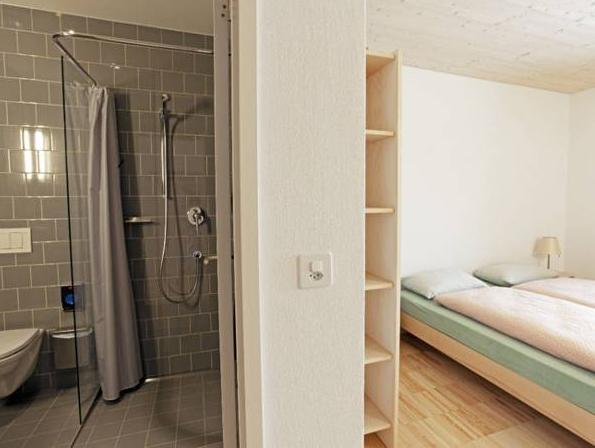 Dvokrevetna soba s bračnim krevetom i tušem (Double Room with Shower)