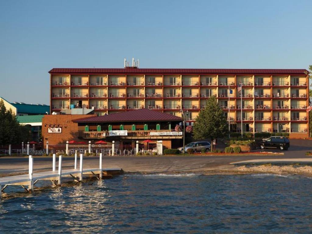 harbor shores on lake geneva hotel in lake geneva wi. Black Bedroom Furniture Sets. Home Design Ideas