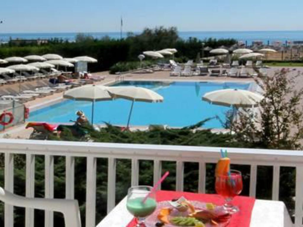 Swimming pool Hotel & Resort Gallia