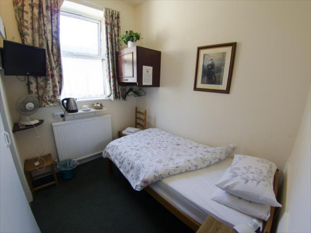 Standard Single Room - Guestroom Oakwood Bed and Breakfast Heathrow