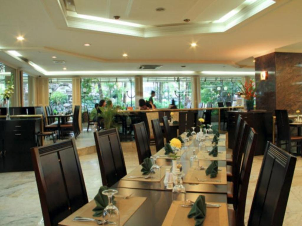Café Danau Toba Hotel International