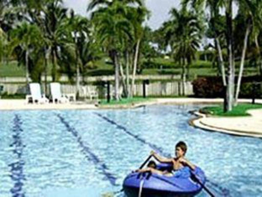 Swimmingpool Burapha Golf and Resort