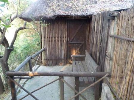 beranda/teres Marcs Treehouse Lodge