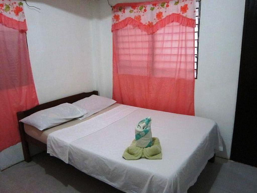 Standard Double Room - Bed Moreno's Cottages