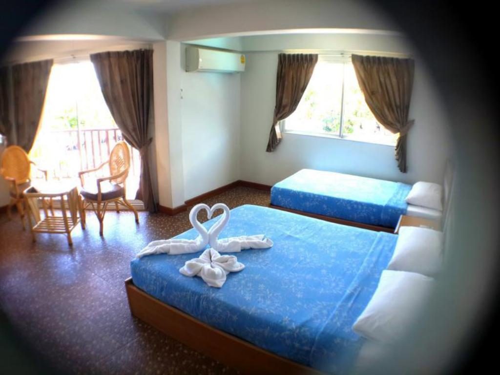 Best Price on Charming Inn in Pattaya + Reviews!