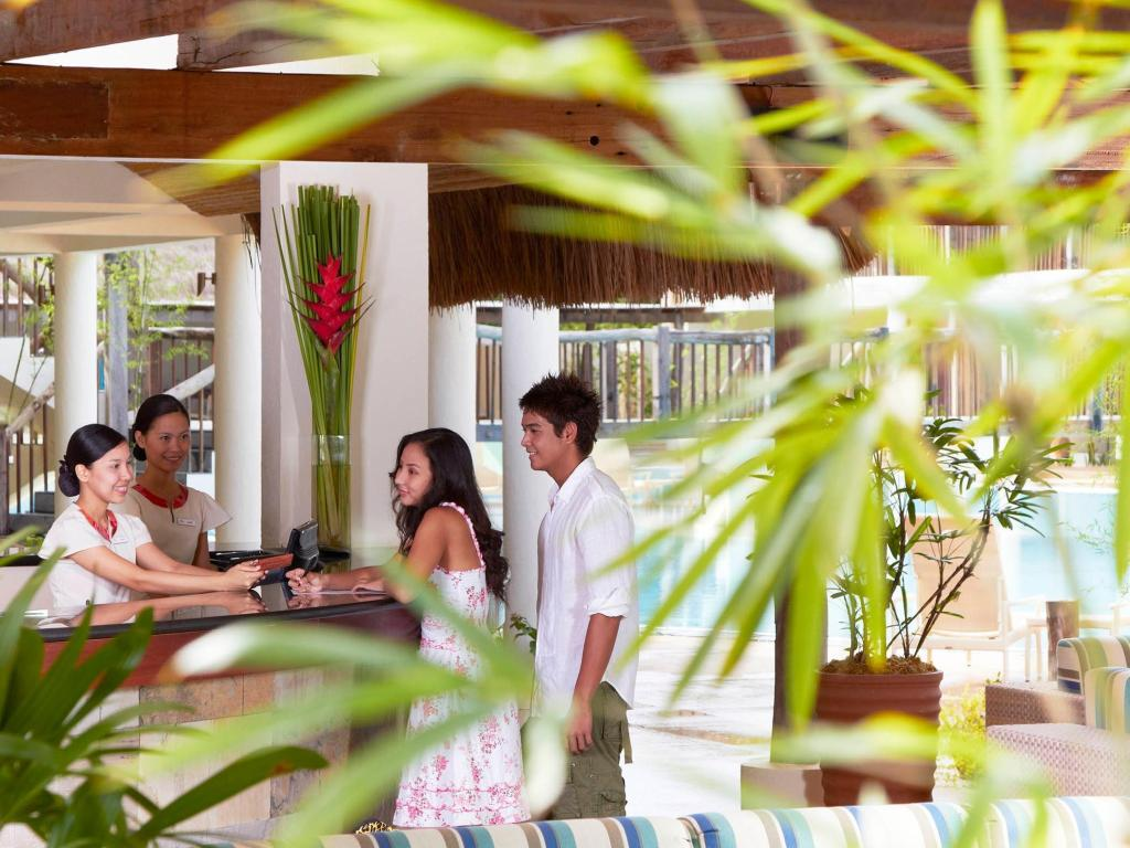 Lobby Bluewater Panglao Beach Resort