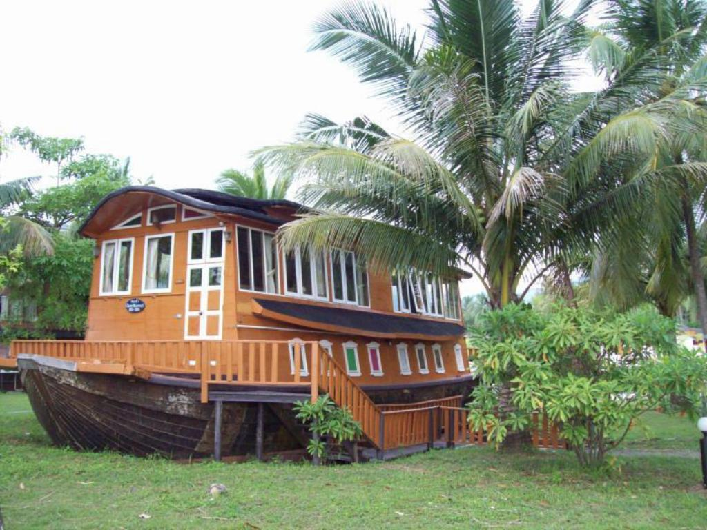 See all 6 photos Koh Chang Boat Chalet Hotel