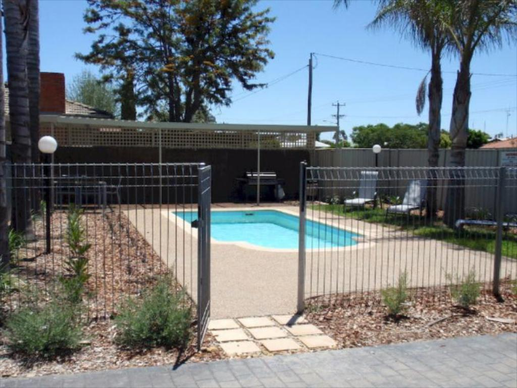 Pool Echuca Moama Holiday Villas