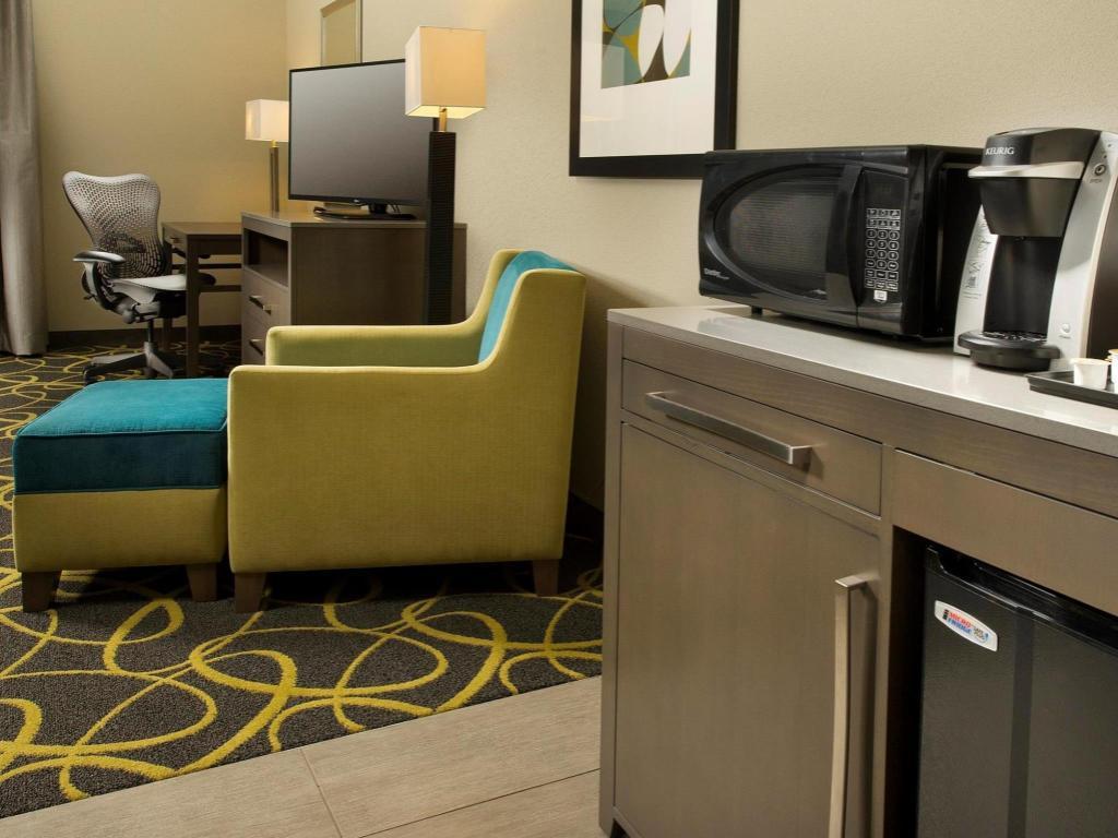 Best Price on Hilton Garden Inn College Station Hotel in College ...
