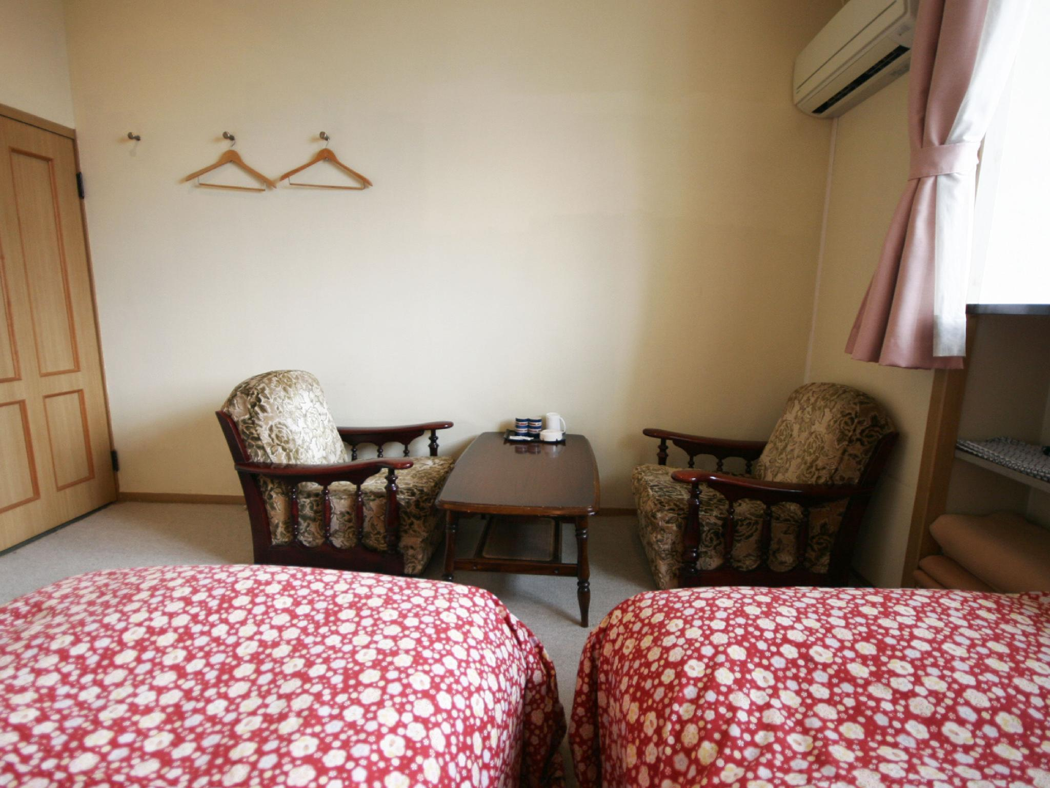 Kamar Twin Kecil (Small Twin Room)