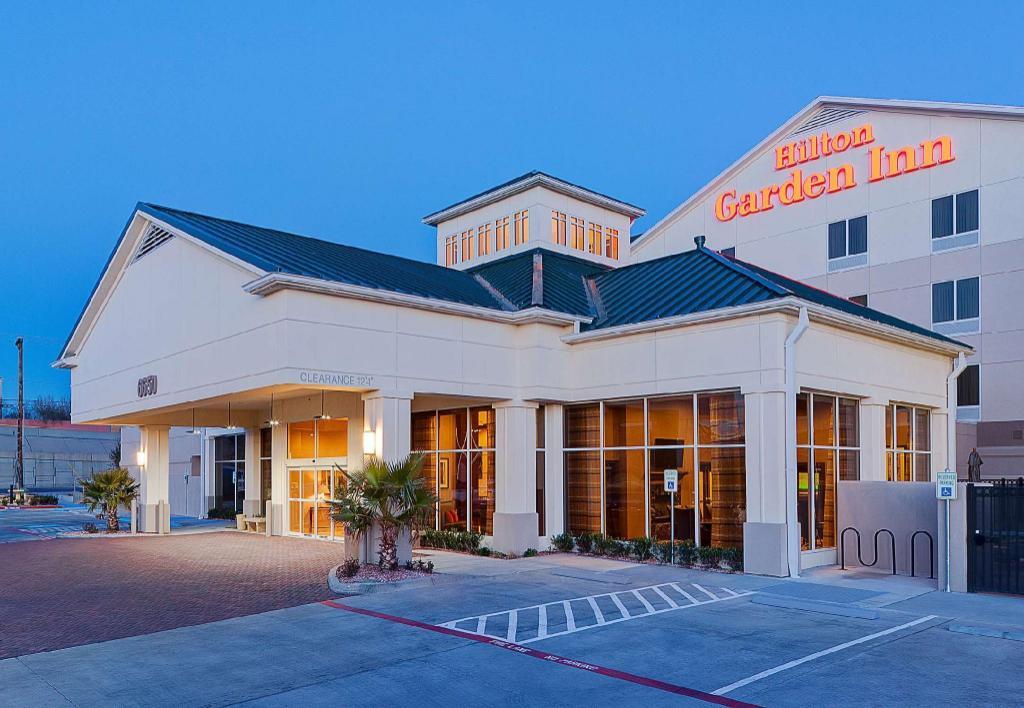 more about hilton garden inn el paso airport - The Garden El Paso