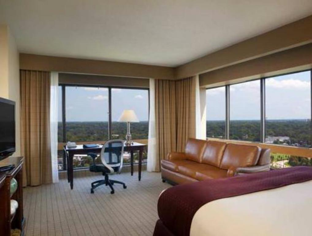 1 King Corner Non-Smoking DoubleTree by Hilton Orlando Downtown