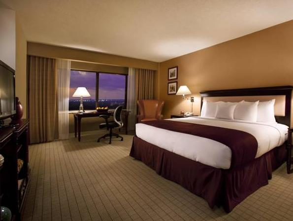 1 King Whirlpool Room Treat Yourself Amenity