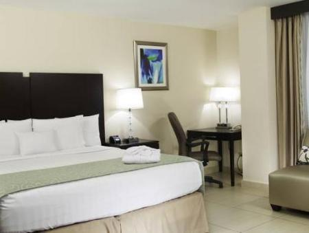 Deluxe King Bed DoubleTree by Hilton Hotel Panama City
