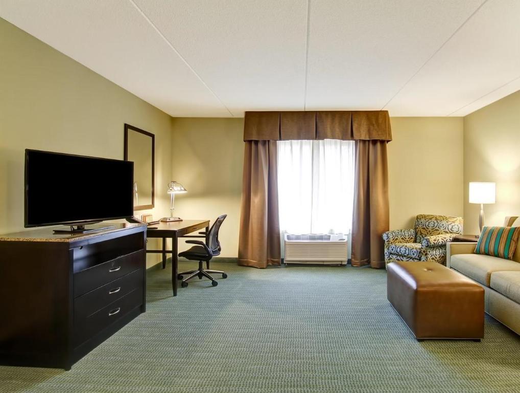 interior view hilton garden inn woodbridge hotel - Hilton Garden Inn Woodbridge