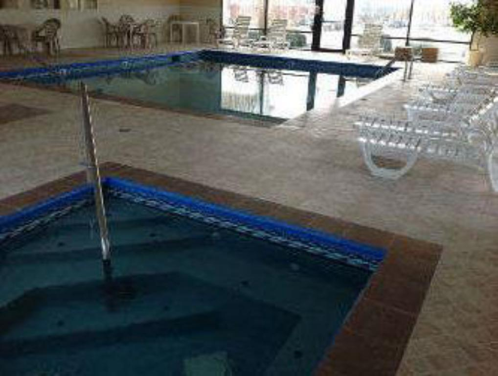 Swimming pool Baymont by Wyndham Springfield