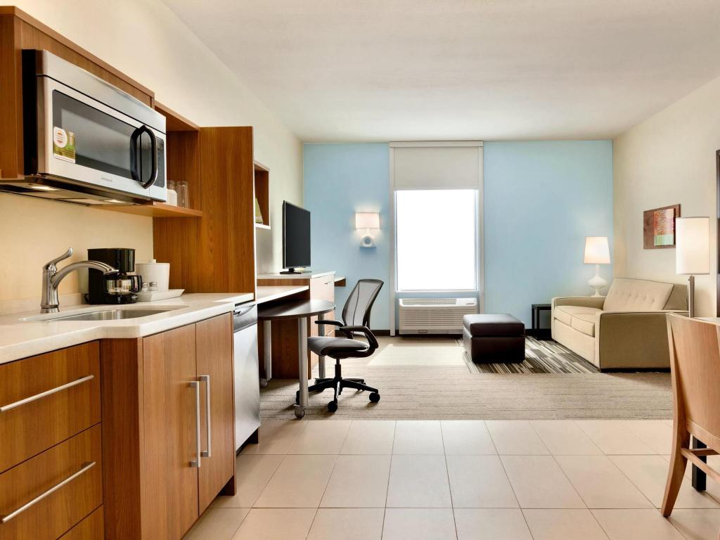 Interior view Home2 Suites by Hilton Edmond