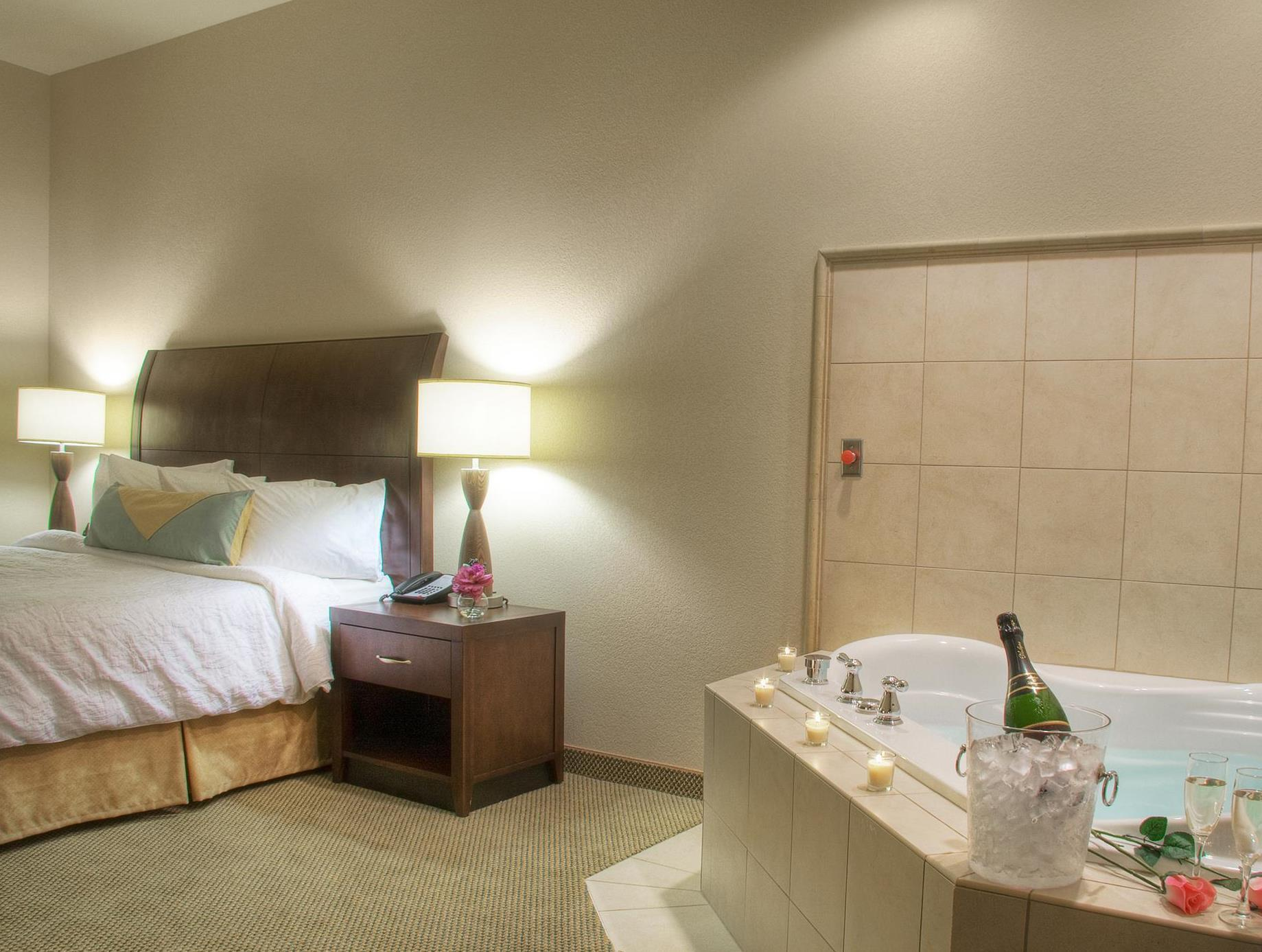 Beautiful 1 King Bed With Whirlpool   Suite Room Hilton Garden Inn Ames Awesome Ideas