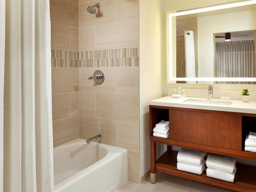 Homewood Suites by Hilton San Diego Mission Valley Zoo in San Diego ...