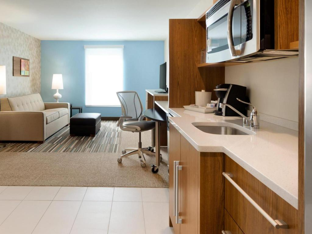 Interijer hotela Home2 Suites by Hilton Milwaukee Airport