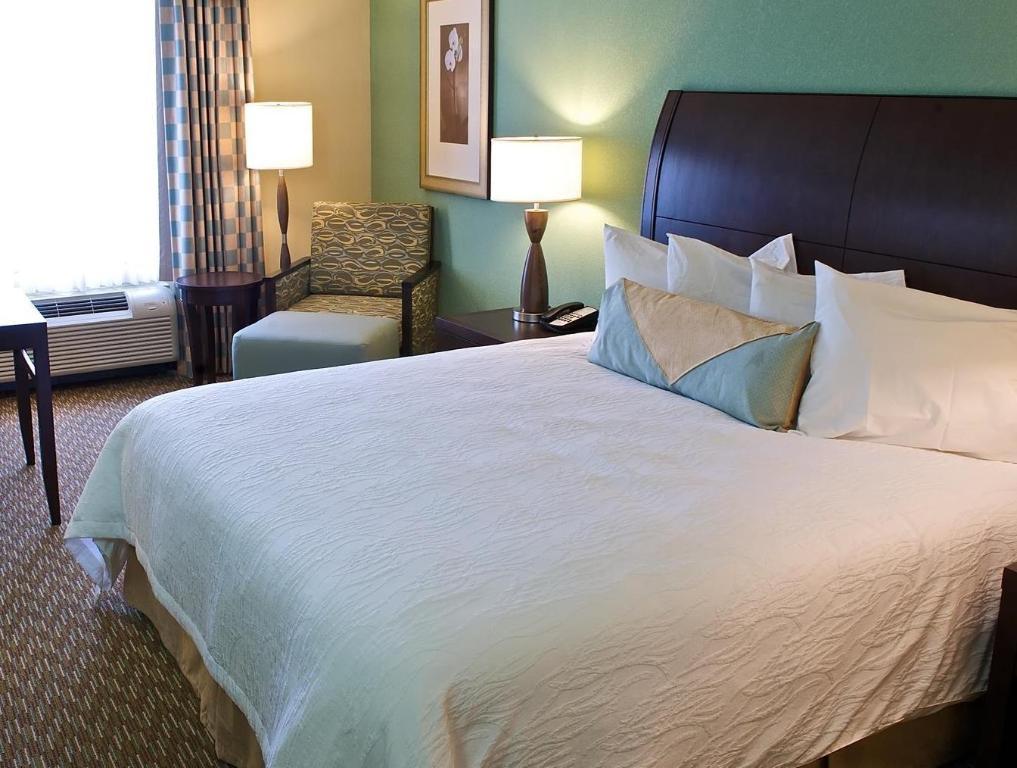 1 king bed guestroom hilton garden inn gainesville - Hilton Garden Inn Gainesville Ga