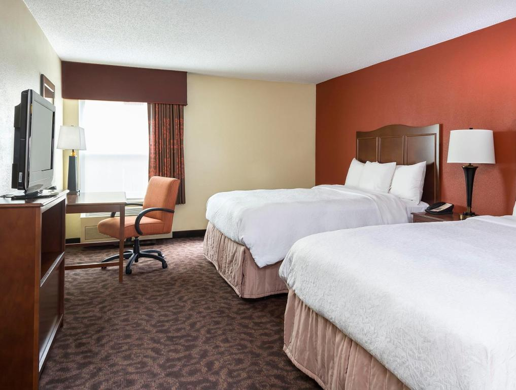 2 Queen Beds Non-Smoking - Guestroom Hampton Inn Mansfield Ontario