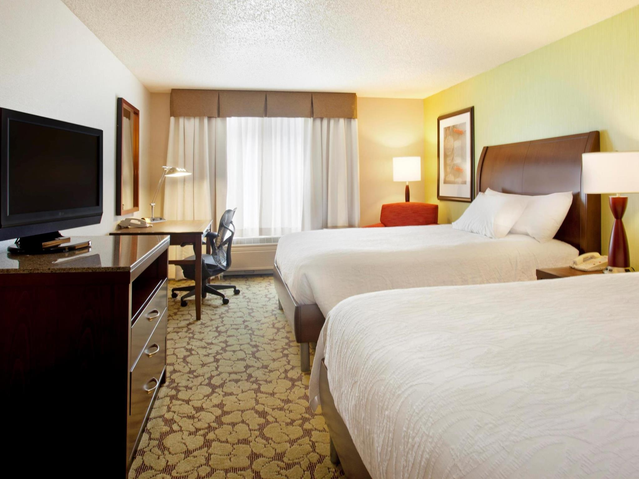2 Queen Bed Deluxe   Guestroom Hilton Garden Inn Minneapolis Eden Prairie