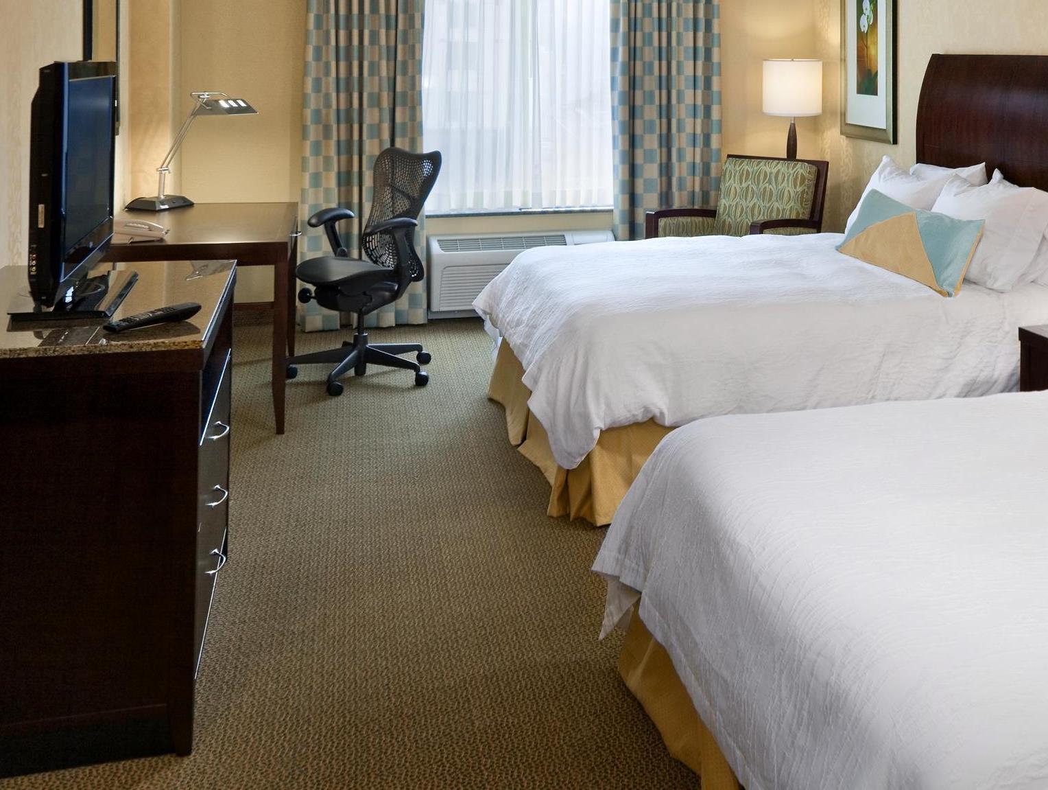 2 Queen Beds   Guestroom Hilton Garden Inn Mankato Downtown