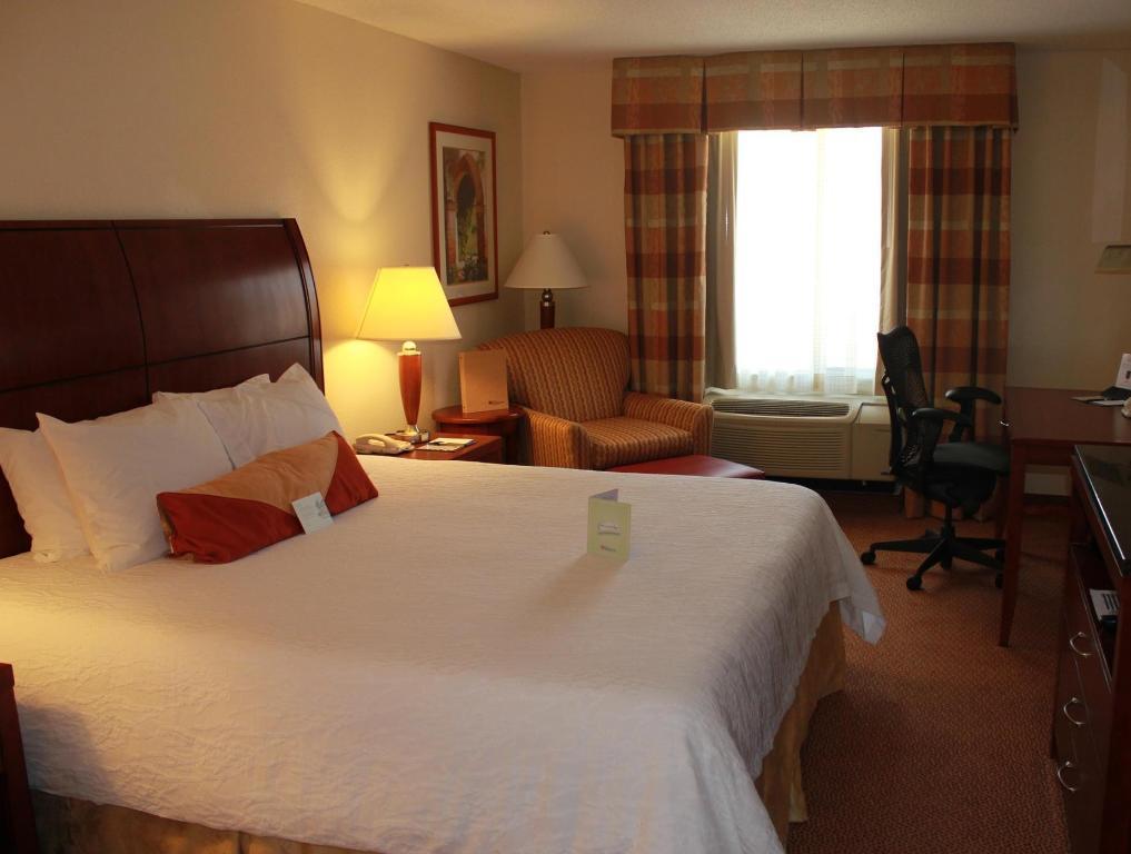 1 king bed guestroom hilton garden inn starkville - Hilton Garden Inn Starkville Ms