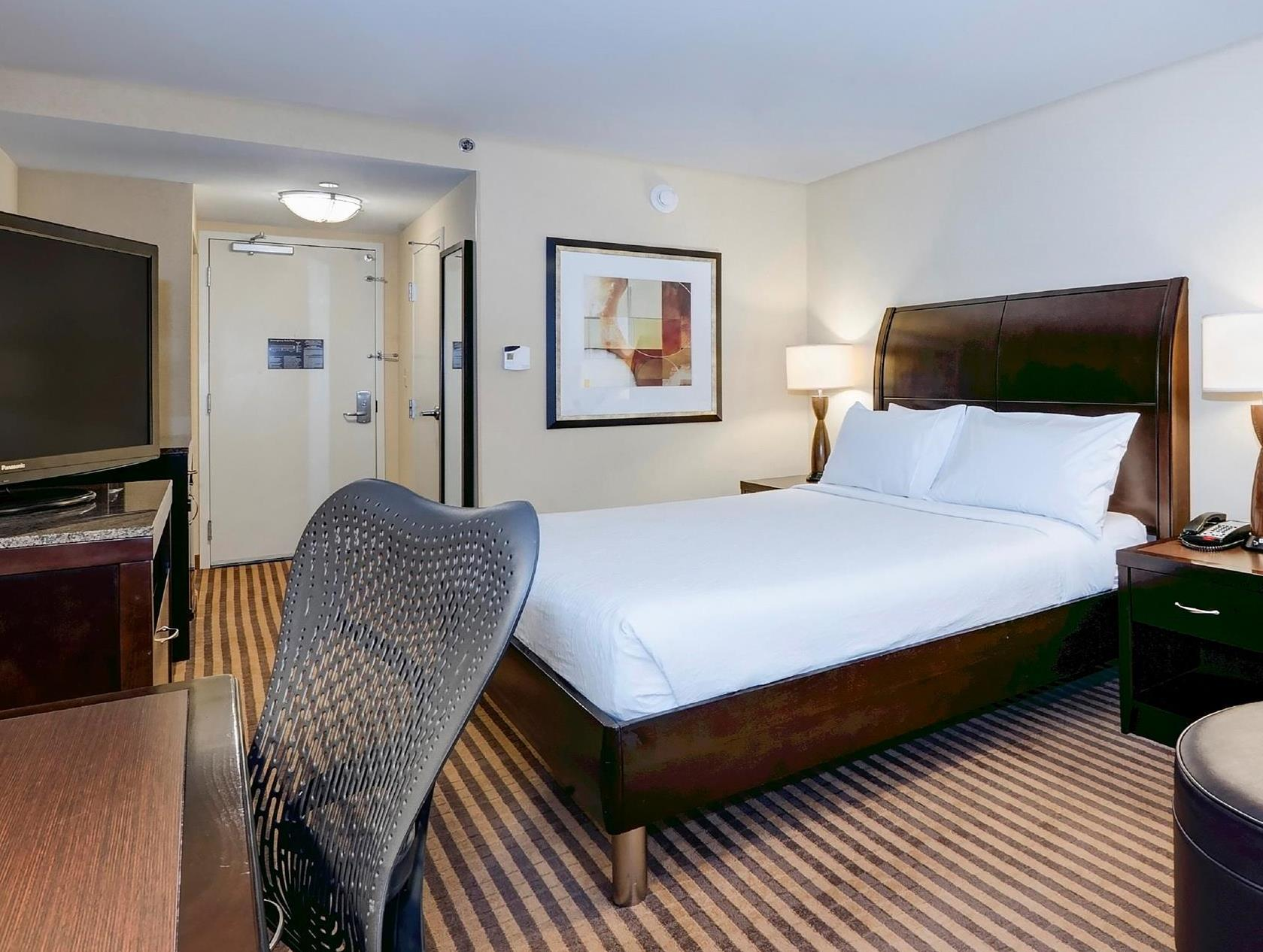 1 King Bed   Guestroom Hilton Garden Inn Columbia Northeast