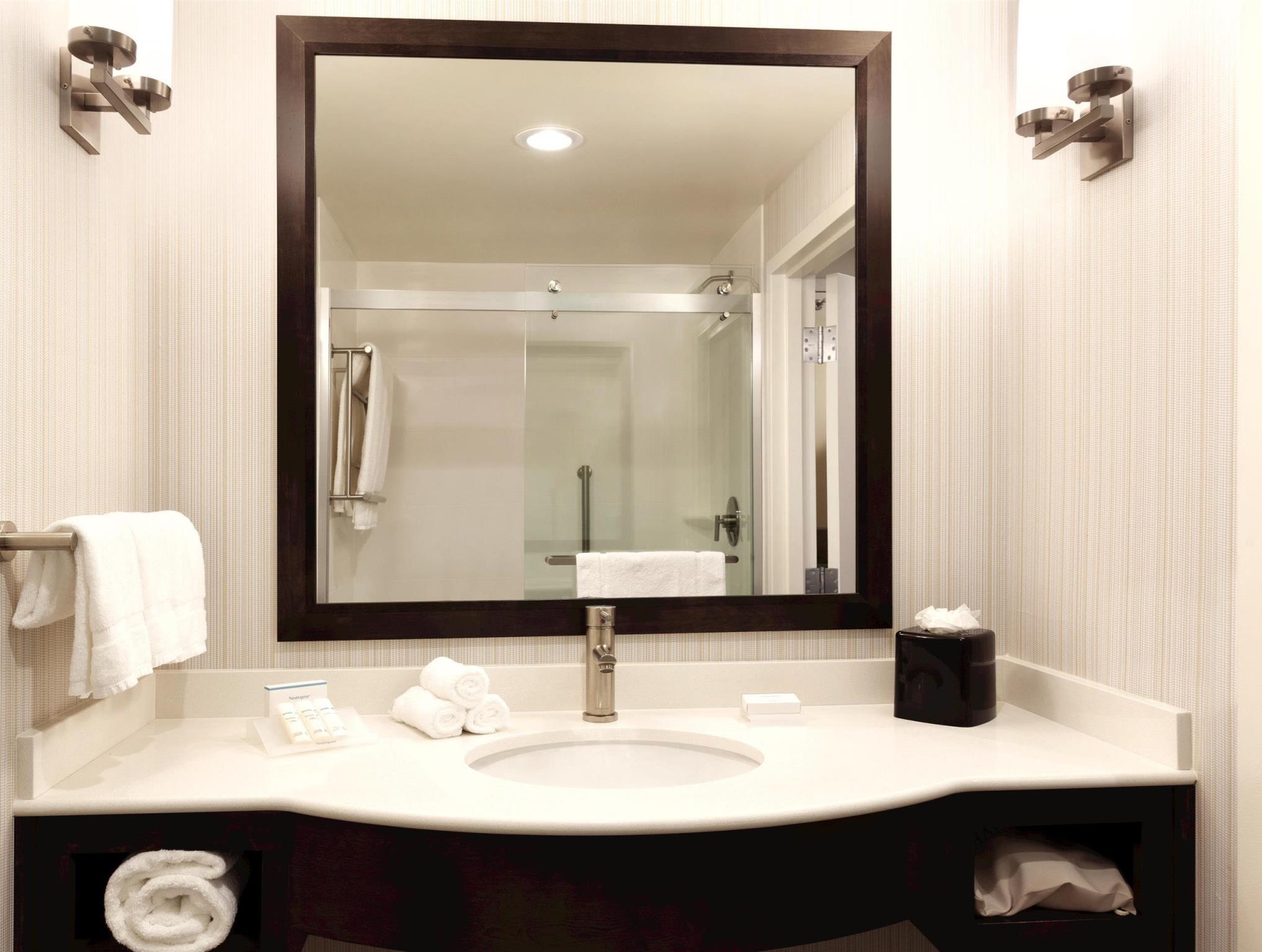 Bathroom Hilton Garden Inn Boston Logan Airport