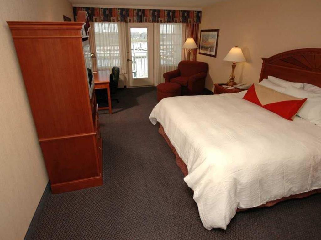1 king bed guestroom hilton garden inn kent island - Hilton Garden Inn Kent Island