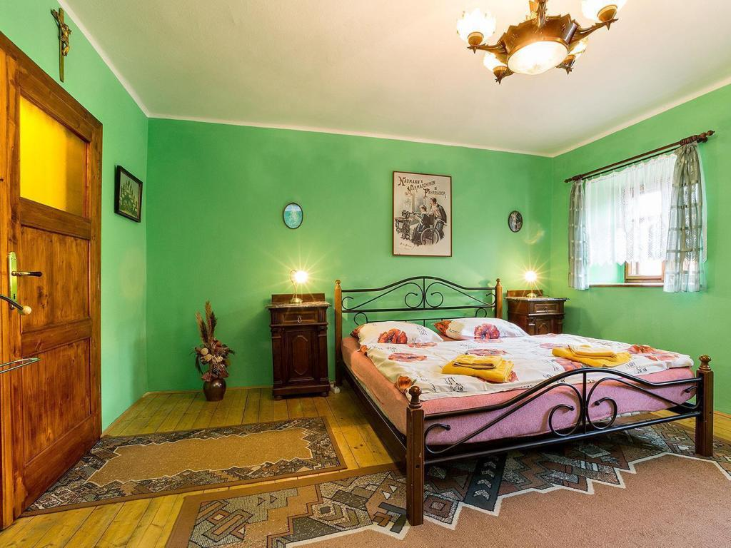 Castle view Room No. 1 - Guestroom Pension Nostalgie