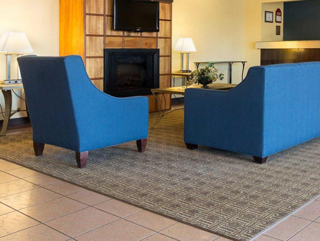 Interior view Comfort Inn and Suites Airport Syracuse