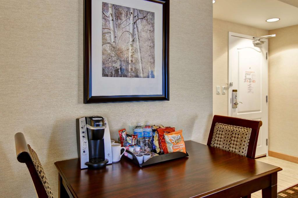 Premium Deluxe 1 King Non-Smoking Homewood Suites by Hilton Toronto Airport Corporate Centre