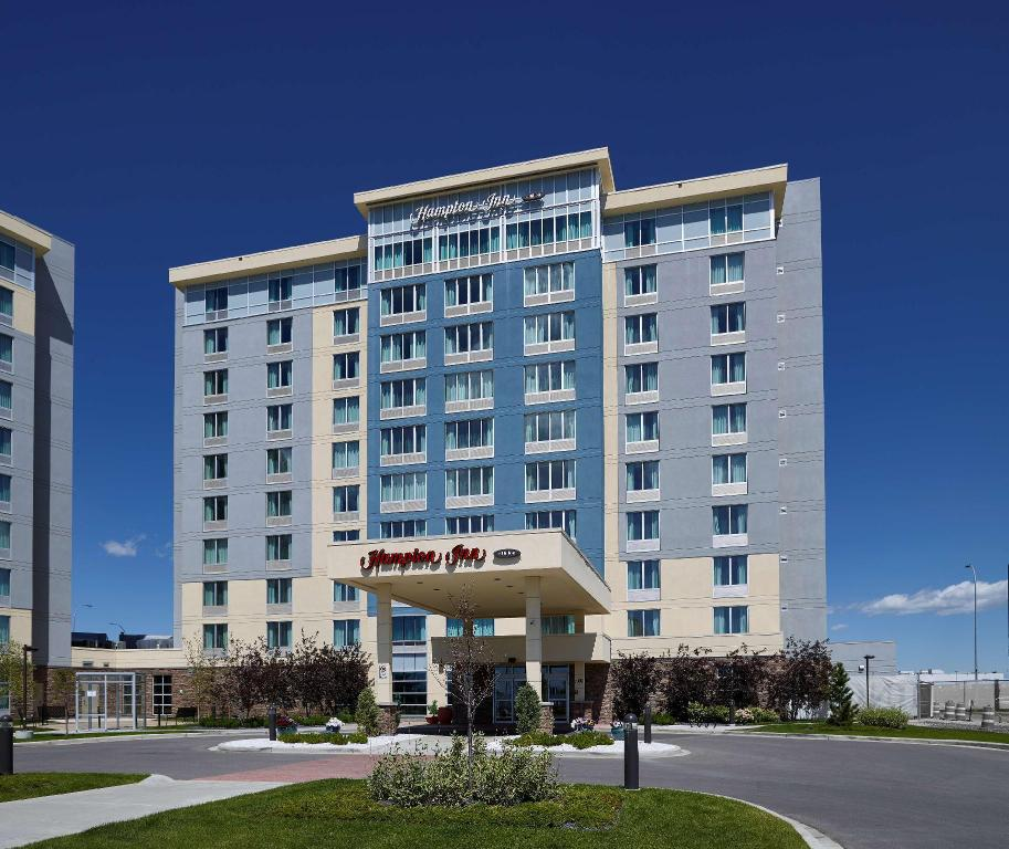 hampton inn calgary airport north calgary ab from 71. Black Bedroom Furniture Sets. Home Design Ideas