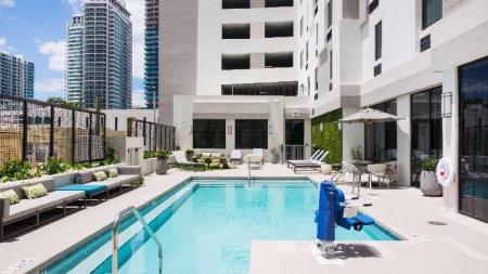 Swimming pool [outdoor] Hampton Inn and Suites Miami Midtown