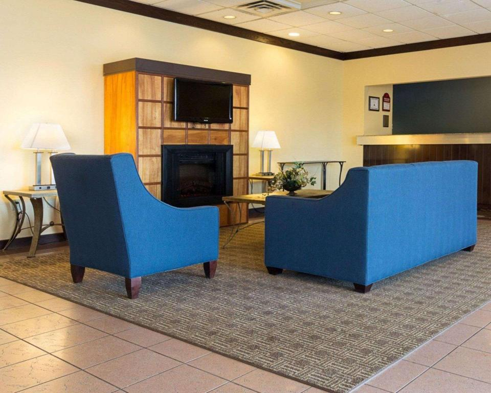 Lobby Comfort Inn and Suites Airport Syracuse