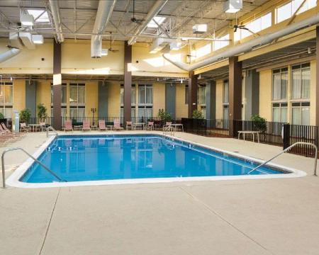 Piscină Comfort Inn and Suites Airport Syracuse