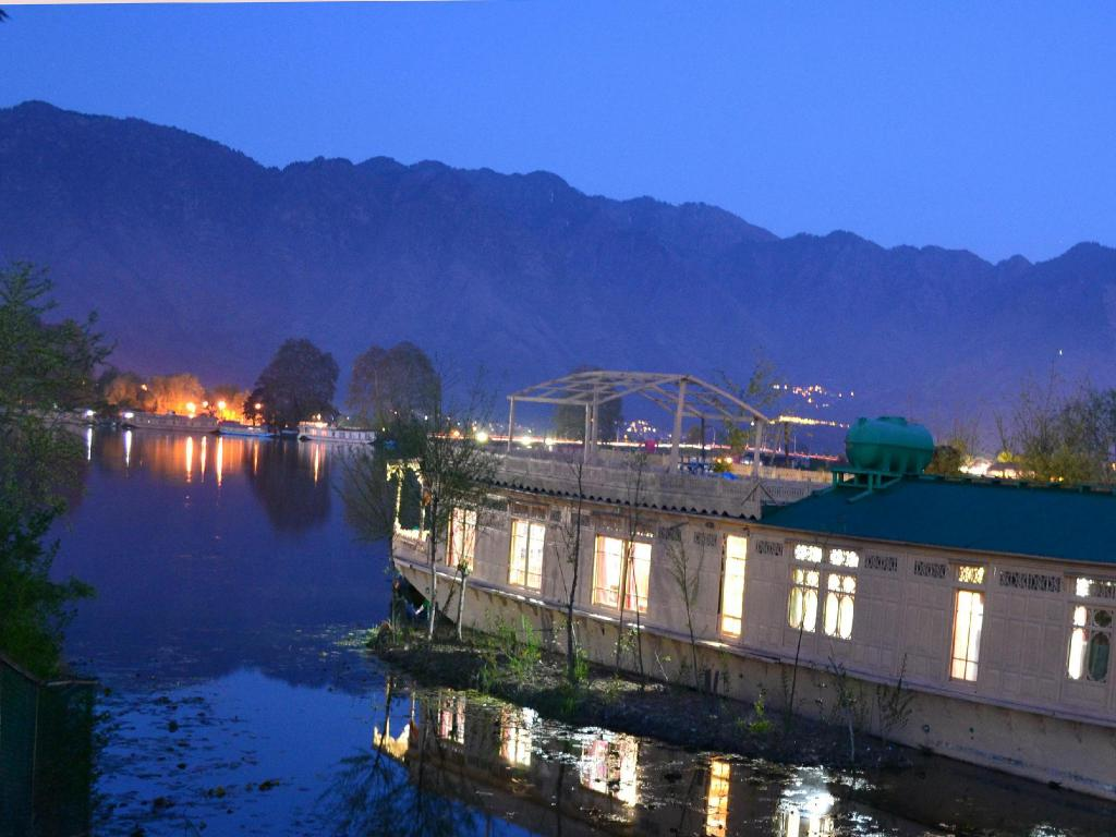 best price on peacock houseboats in srinagar reviews