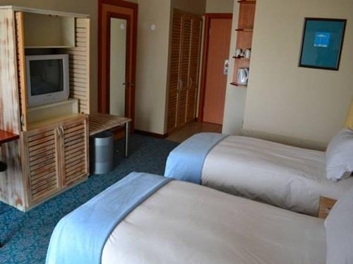 Guest room, King or Twin/Single Bed(s), Lagoon view