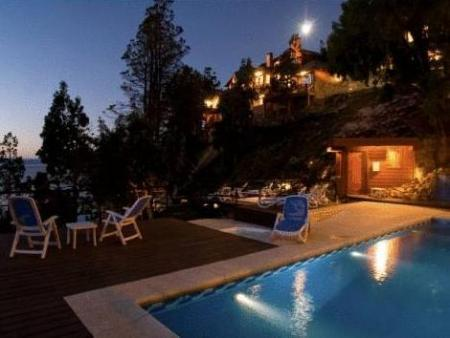Piscina Charming Luxury Lodge & Private Spa