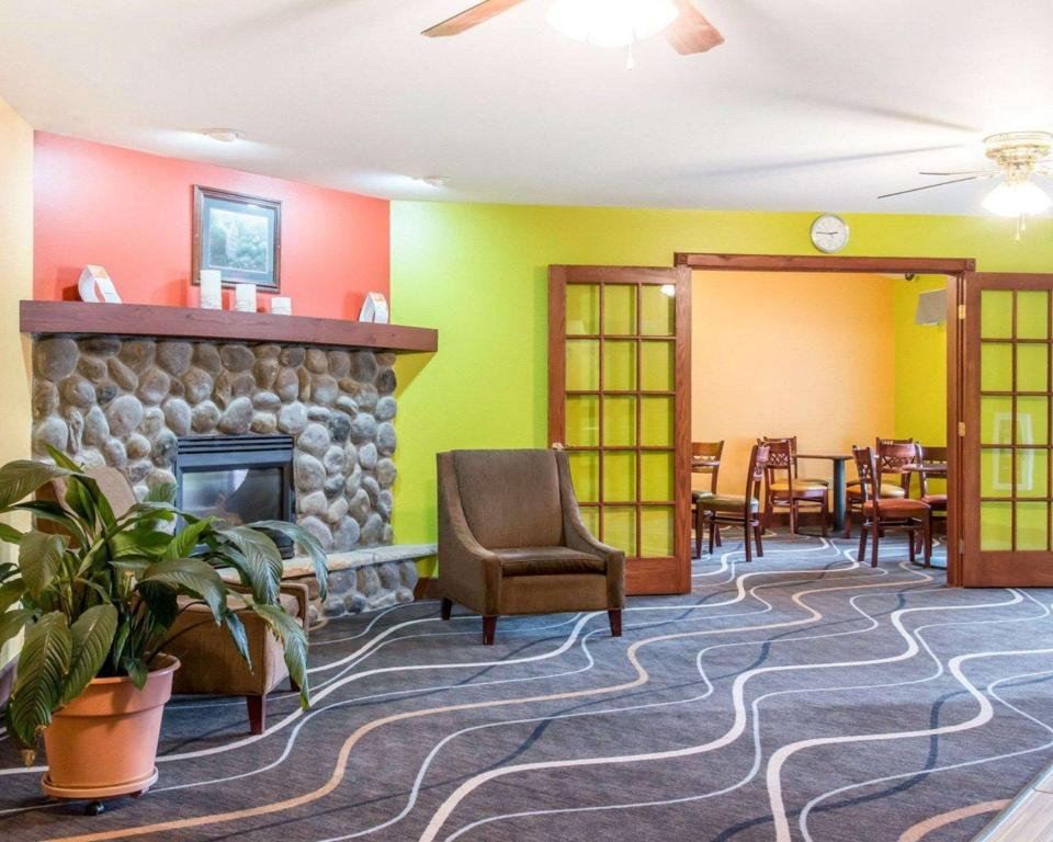 avla Econo Lodge Inn and Suites Eau Claire