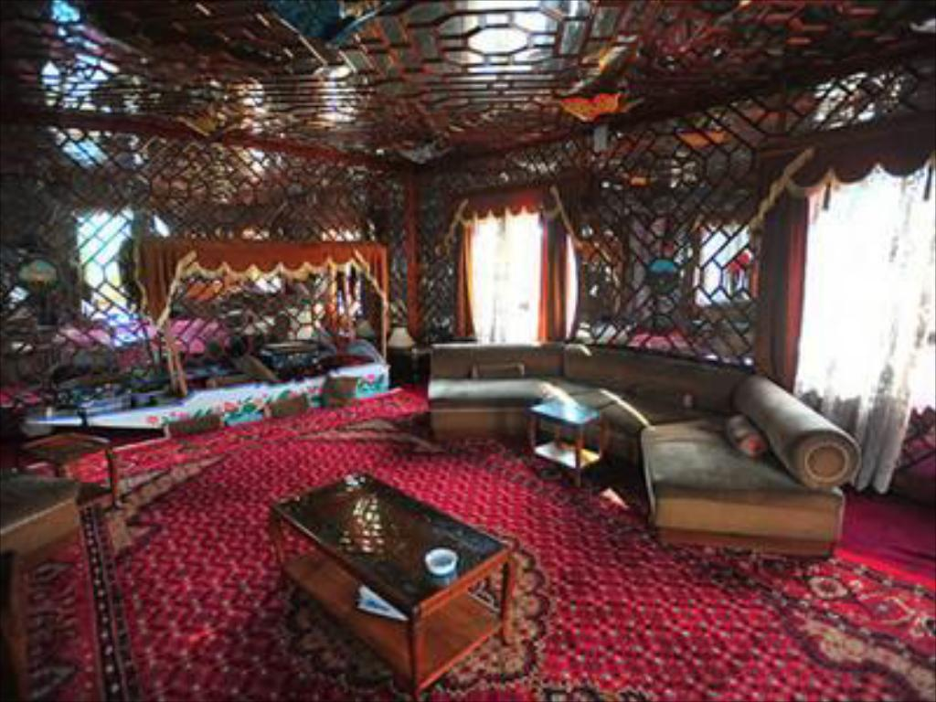 Interior view Butterfly Group of Houseboat