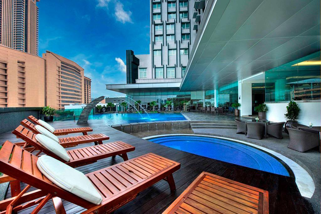 Swimming pool [outdoor] Furama Hotel Bukit Bintang
