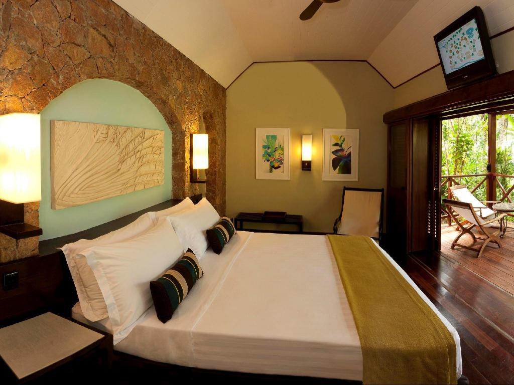 Superior Double Room - Bed Paradise Sun Hotel Seychelles