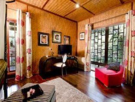 Colonial Suite Deluxe Homestay - La Residence Mandalay