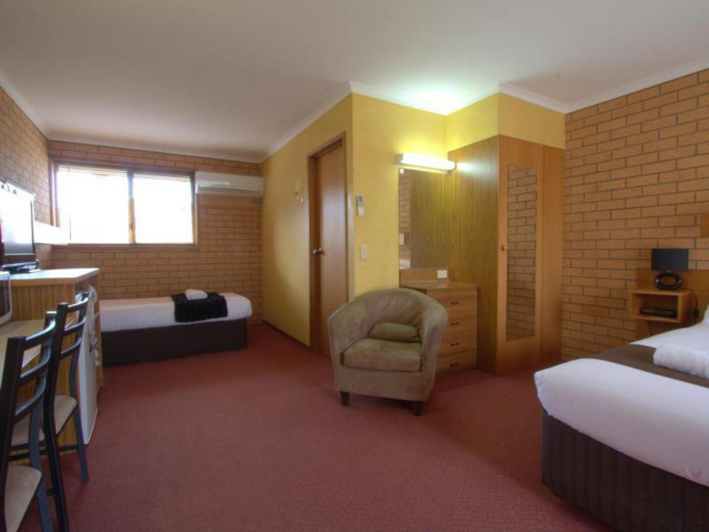 Deluxe Room - Guestroom Blue Whale Motor Inn & Apartments