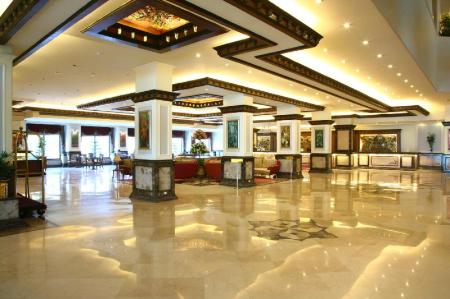 Lobby The Suryaa Hotel New Delhi